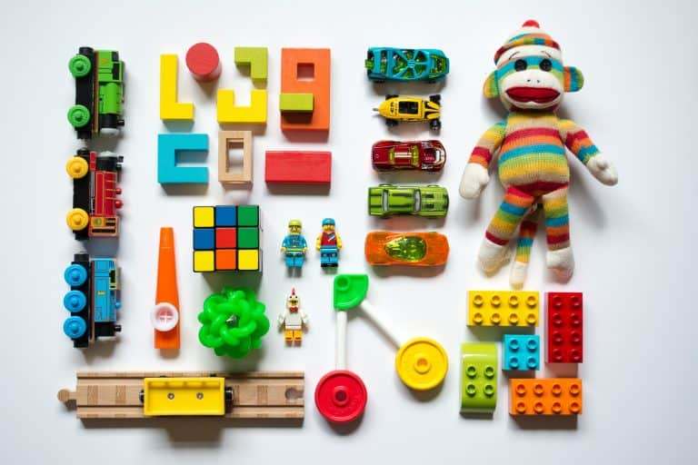 Smart ideas to keep toys organized and to a minimal
