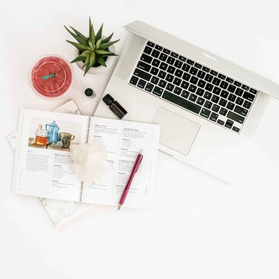 Keep your desk clutter-free and get organized