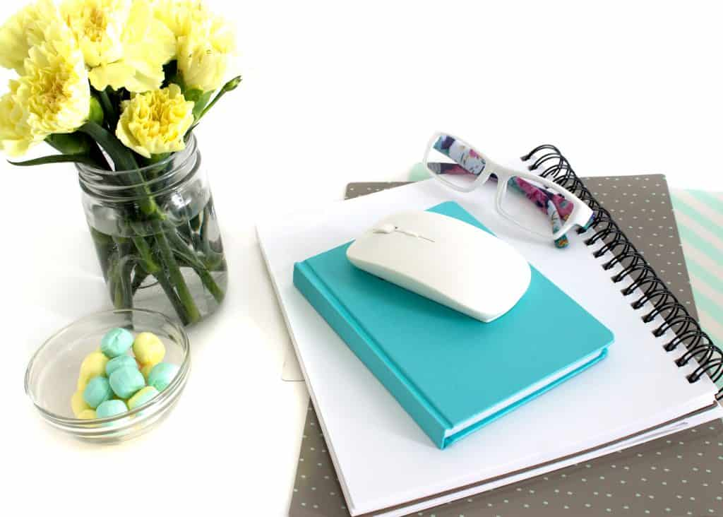 How to eliminate desk clutter